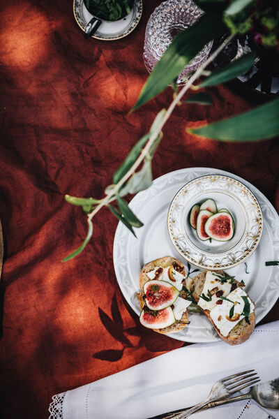 Baguette topped with goat cheese and figs